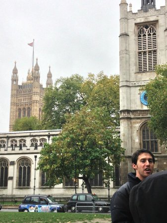 SANDEMANs NEW London Tours: The guy in the picture is Josh our tour guide