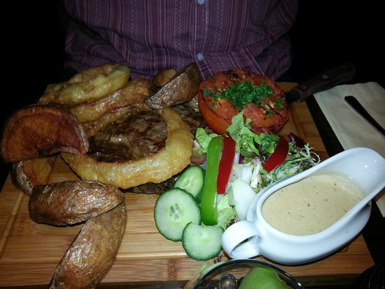 Hyltons : Ribeye steak with peppercorn sauce