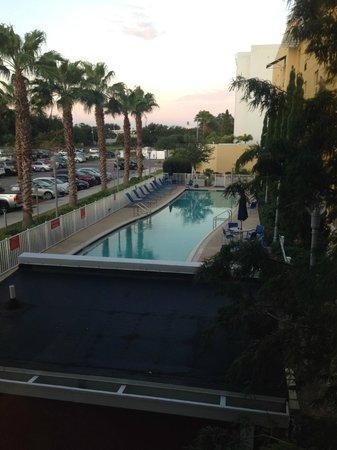 TownePlace Suites Tampa Westshore/Airport: Pool daybreak