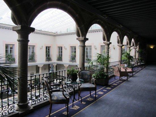 Palacio de los Velada: Галерея с видом в атриум