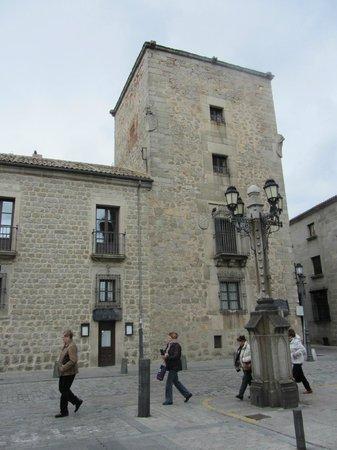 Palacio de los Velada: Вид на гостиницу с Соборной площади