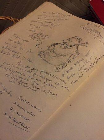 A La Petite Ruelle: De jolis coups de crayon sur le livre d'or...