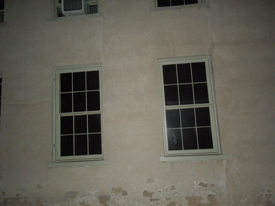Harpers Ferry, Virgínia Ocidental: Check out the window! Freaky!