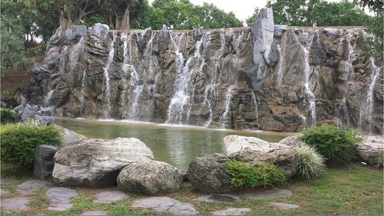 Parkview Hotel: Waterfall