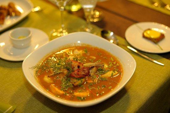 Grill und Wein: Bouillabaise von Seefischen mit Sauce Rouille