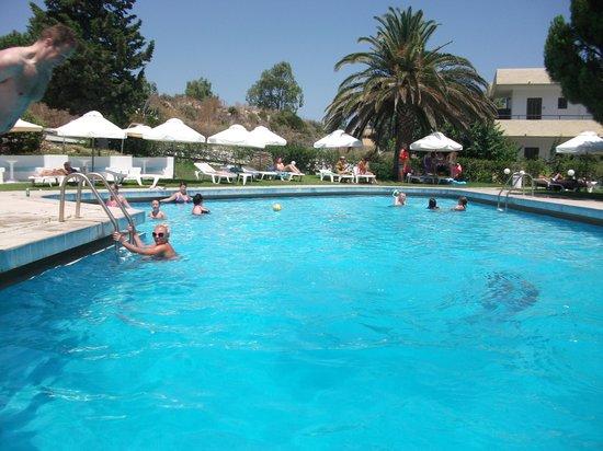 Hotel Maran: pool area
