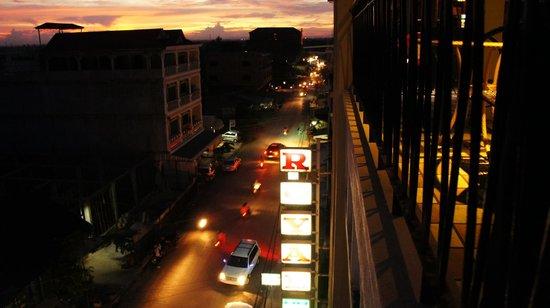 Royal Hotel: Night view