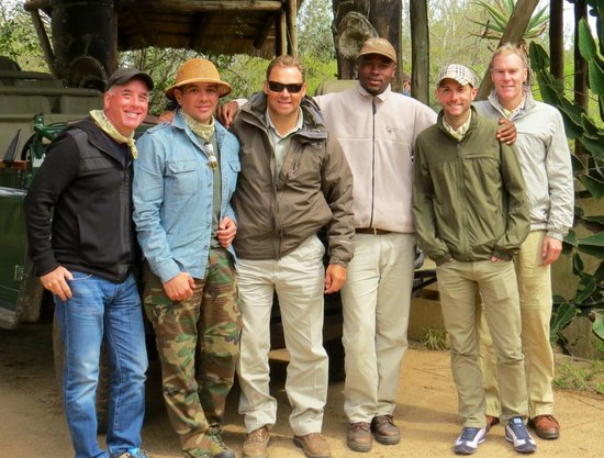 Waterbuck Game Lodge: Hannes and Vusi join us for a photo.