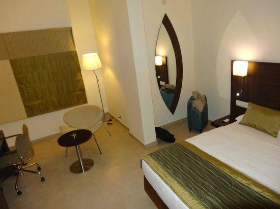 Mallige Residency: Chambre double avec AC (plus jolie qu'elle n'est ;-) )