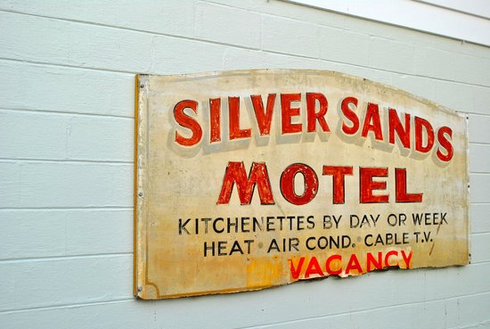 The Silver Sands Saint Augustine : Vintage sign on property