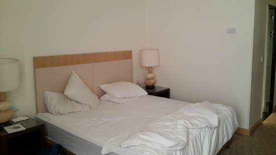 Isrotel Yam Suf Hotel: bed