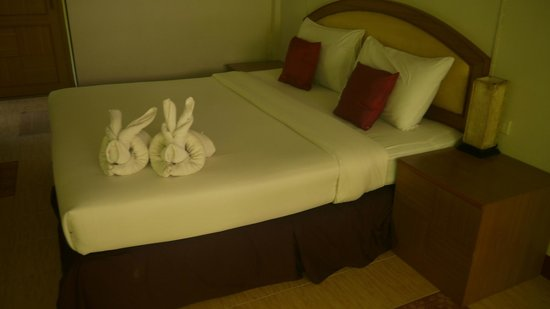 Tonsai Bay Resort : Bed
