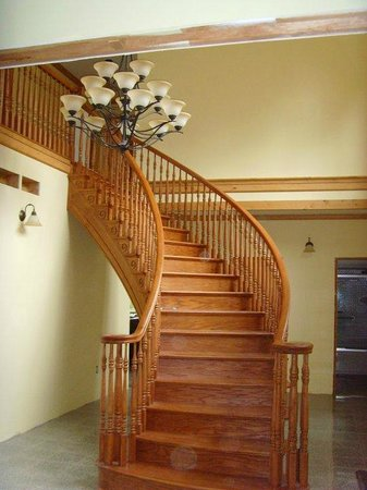 Ninemile Point Bed & Breakfast Inn: Handmade staircase