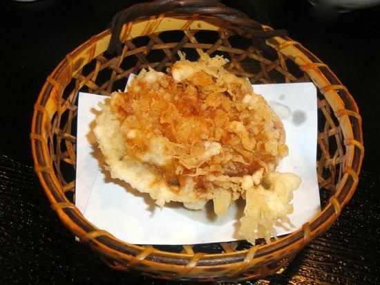 Shinjuku Tsunahachi Sohonten: 蛤の姿揚げ