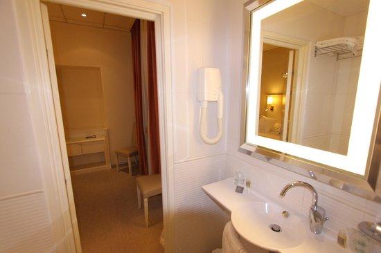 Hôtel Napoléon : Bathroom