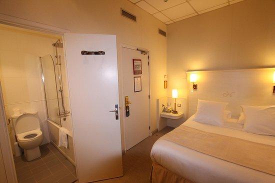 Hôtel Napoléon : room