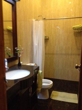The Gecho Cafe: clean bathroom