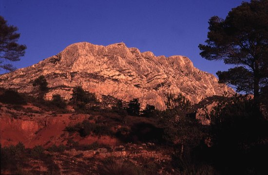 Montagne Sainte Victoire: Incandescent in the setting sun