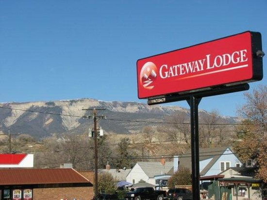 Gateway Lodge : New name & New sign!