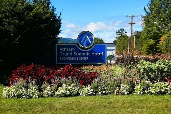 summer sign picture of attitash grand summit hotel. Black Bedroom Furniture Sets. Home Design Ideas