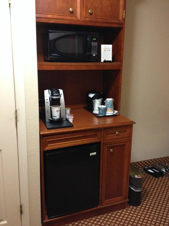 Hilton Garden Inn BWI Airport: Coffee, fridge and microwave