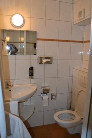 Bonn City Hotel: Bathroom