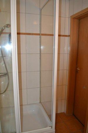 Hotel Bonn City: Shower cabin