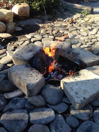 Dillsboro Inn: The firepit