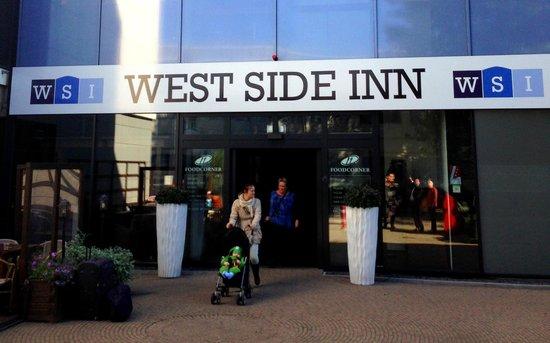 West Side Inn Hotel: Main Entrance
