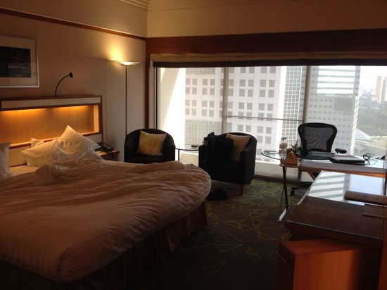Pan Pacific Singapore: Bright and airy bedroom