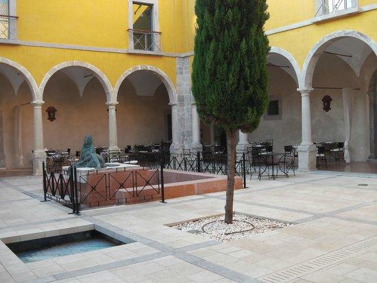 Pousada de Tavira Historic Hotel: Binnenplaats