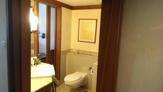 Hilton Phuket Arcadia Resort & Spa: туалетная комната