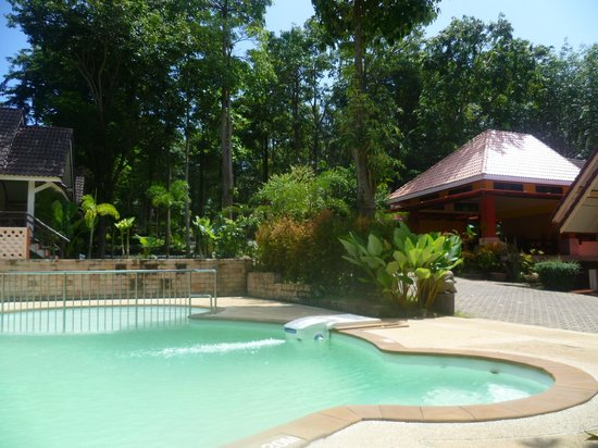 Lanta Manda Resort: Pool opposite reception