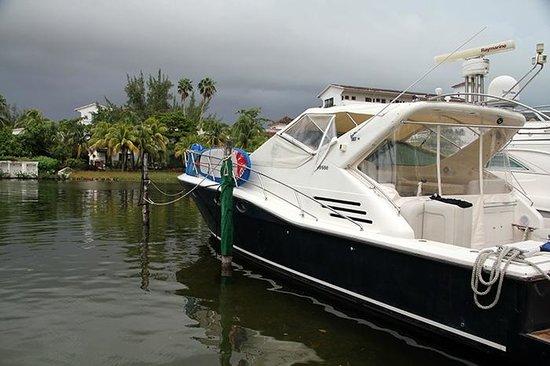 Sotavento Hotel & Yacht Club: Laguna side.