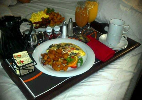 Sheraton Old San Juan Hotel: Breakfast at Bed... delicious
