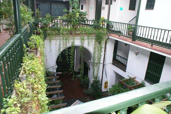 Hostal Valencia: Beautiful cente courtyard