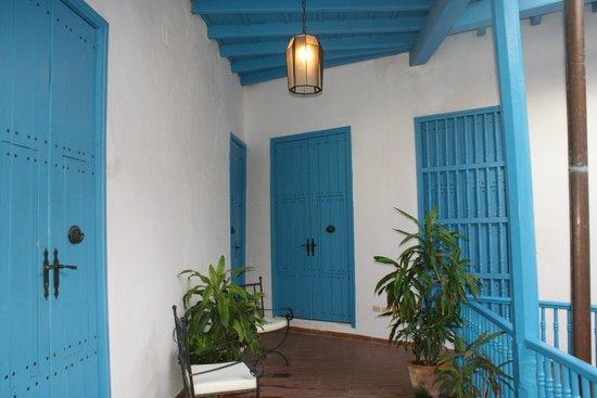 Hostal Valencia: old spanish doors