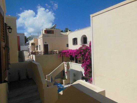 Antonia Hotel Santorini: vista dall'ingresso dell'appartamento