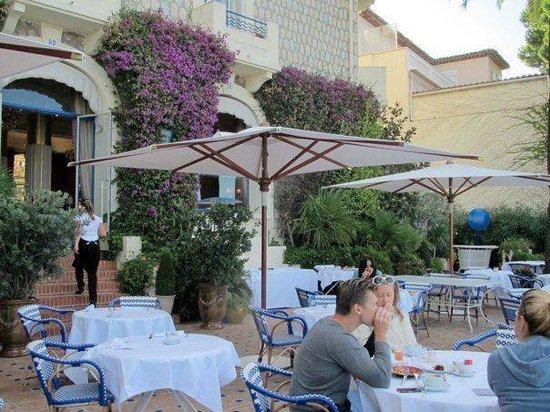 Hotel Belles Rives : Breakfast terrace