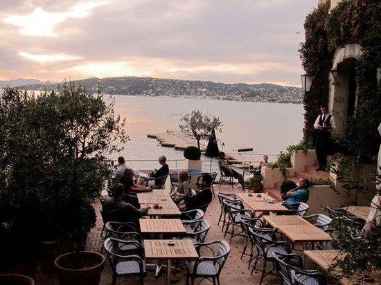Hotel Belles Rives: Sunset at the terrace