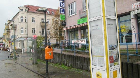 Hotel Pankow : l'esterno e il tram