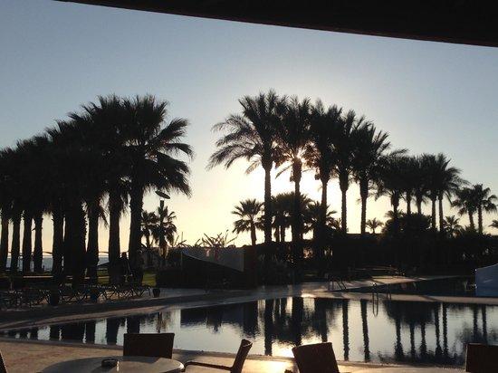 Cornelia De Luxe Resort: sunset by the pool
