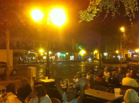 Montfaucon: Dinner in the town square