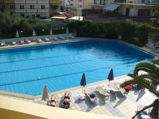 Atrion Resort Hotel: Poolen