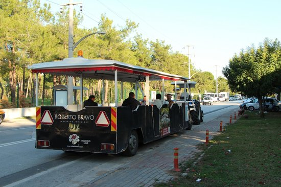 Cornelia De Luxe Resort : Local shuttle service by the town mayor, 1 euro to belek town, 30min cycle