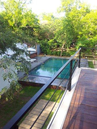 Hotel Alakamanda: Garden and Pool