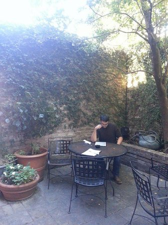 Crescent City Grill: Beautiful outdoor area