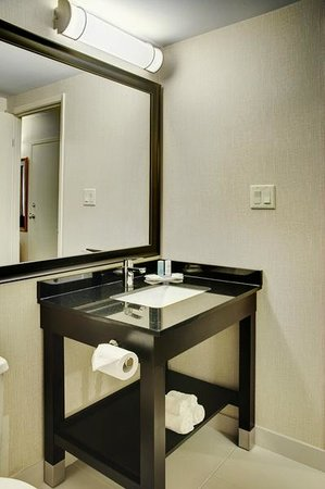 Comfort Inn Fredericton: New Modern Bathroom