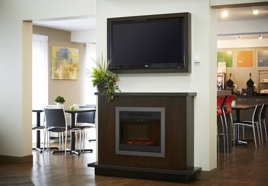 Comfort Inn Fredericton: Relax by the fire
