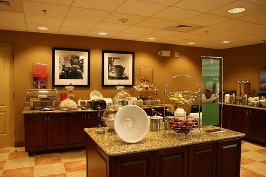 Hampton Inn & Suites Ocala - Belleview: Hampton's Free Hot Breakfast